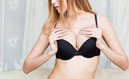 睡姿会影响乳房发育吗